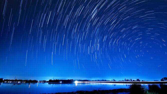 20 spadających gwiazd na godzinę. <br />Nie można tego przegapić